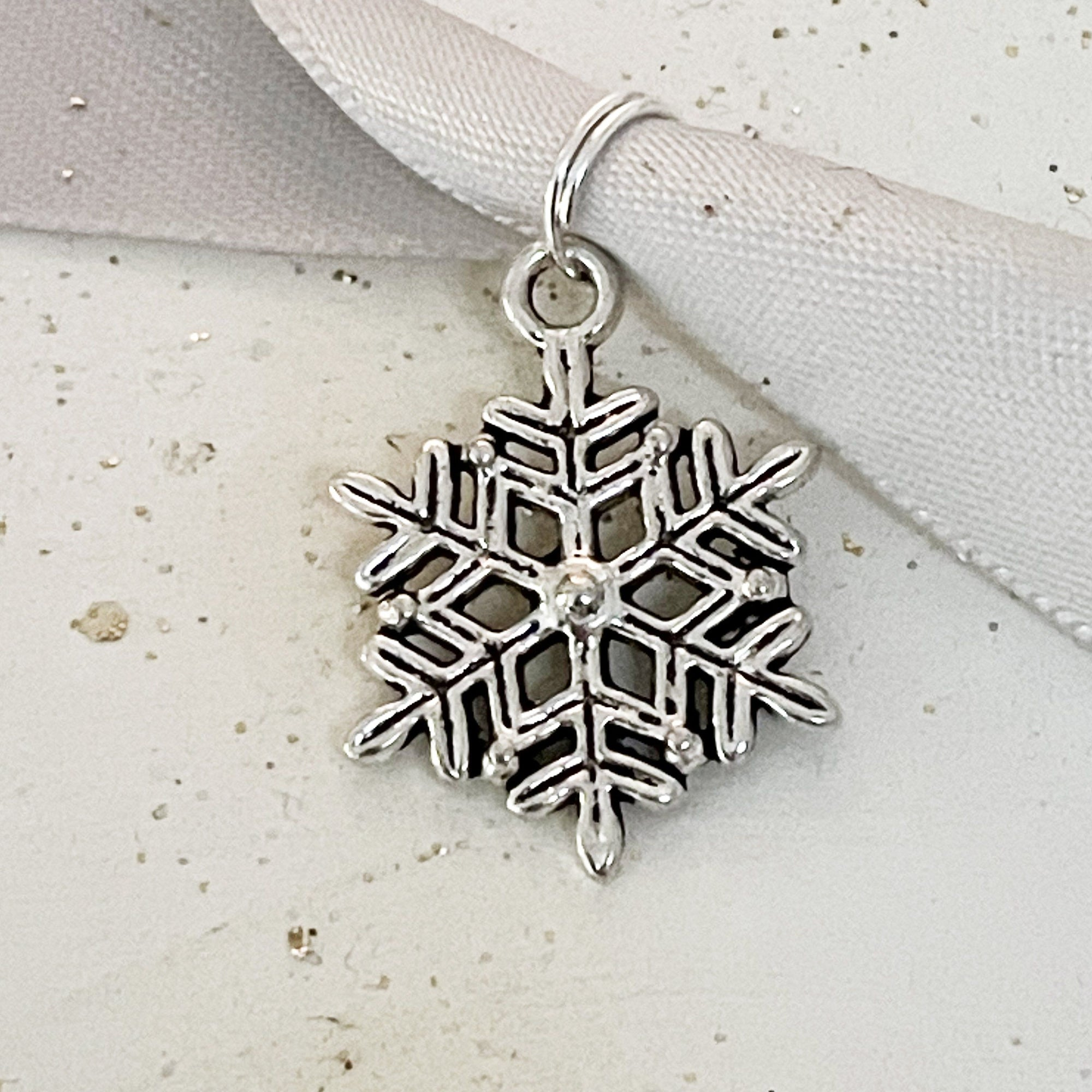 Opening Christmas Trinket Bauble with snowflake