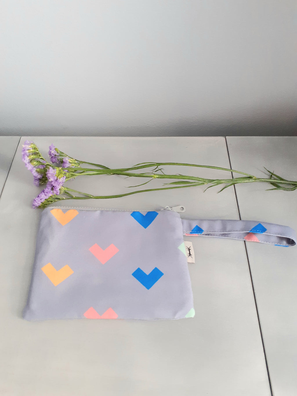 WATERPROOF POUCH MIDI * HEARTS PRINT