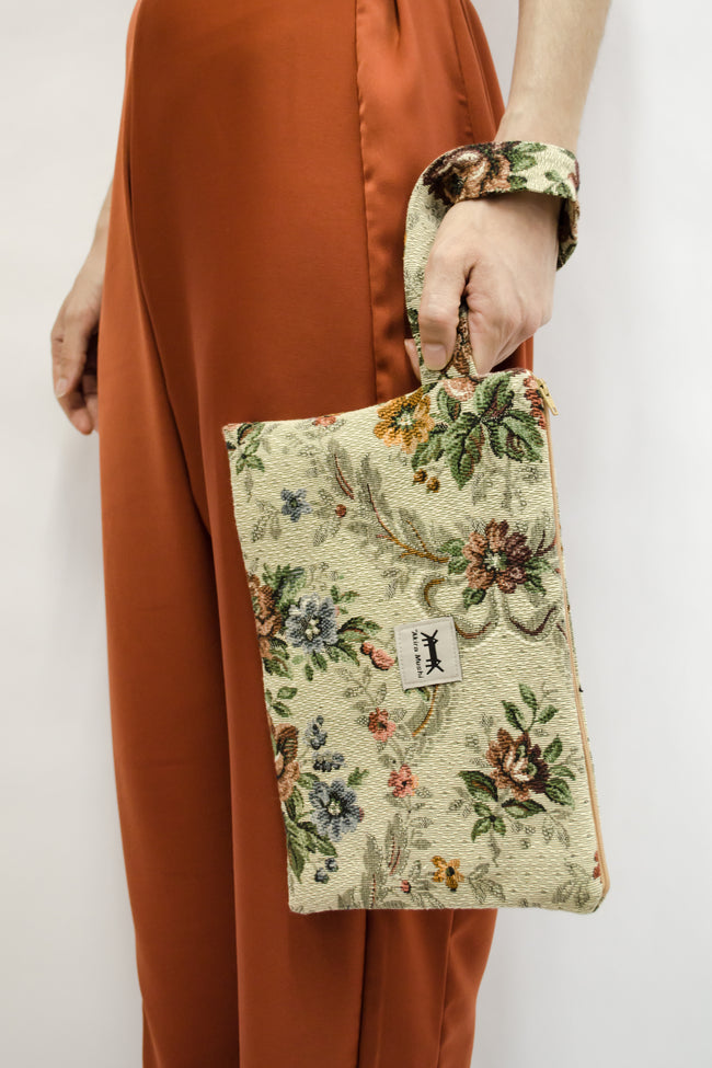 Pouch Big in Vintage Brocade Floral