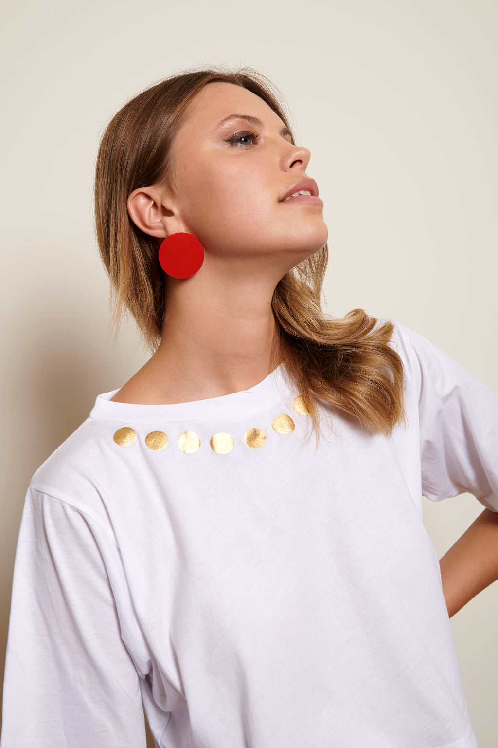 AM Cropped T-Shirt gold little dots printed pendant