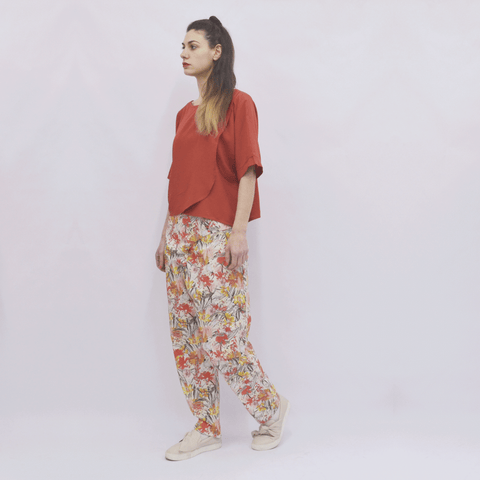 Trousers Elapse in Cotton Coral Floral Gabardine