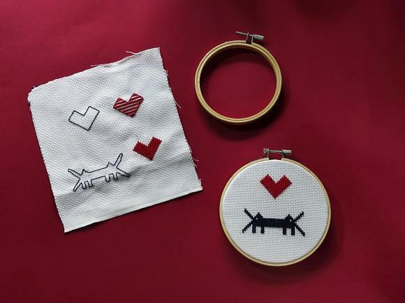 CROSS STITCH FRAME  * LOGO LOVE