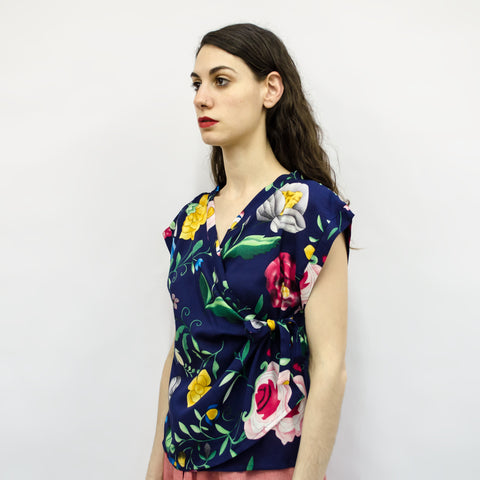 Cropped Top Suki in Navy Blue Floral Viscose