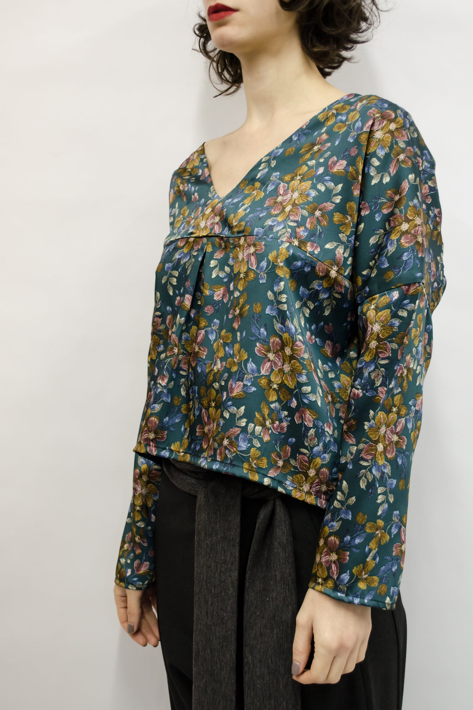 Top Aina in Silky Satin Floral Colors