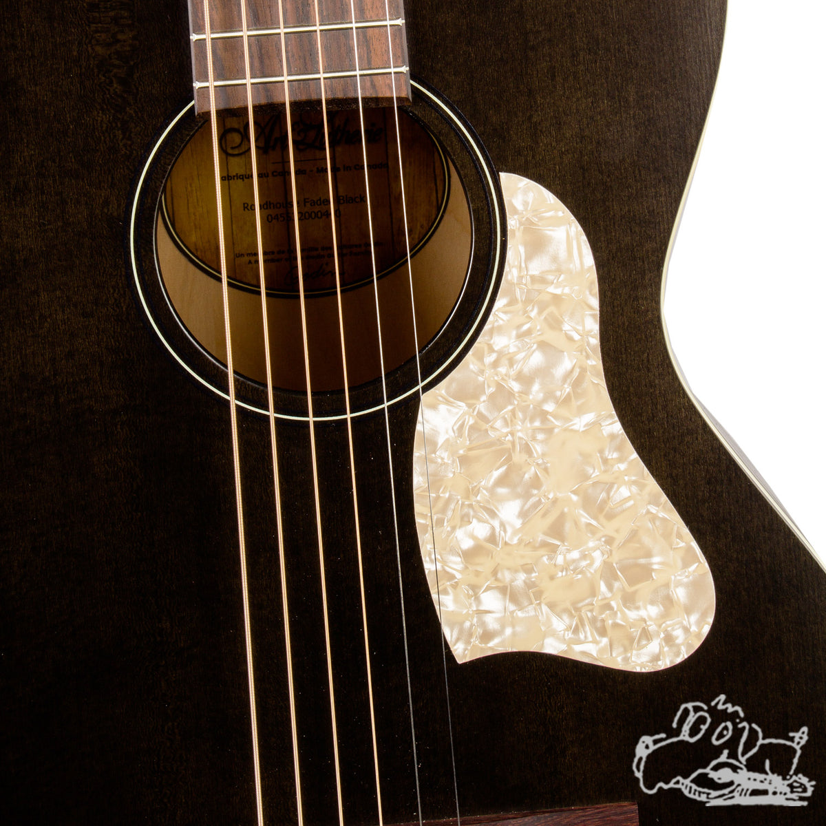 Art & Lutherie Roadhouse Faded Black w/ Bag