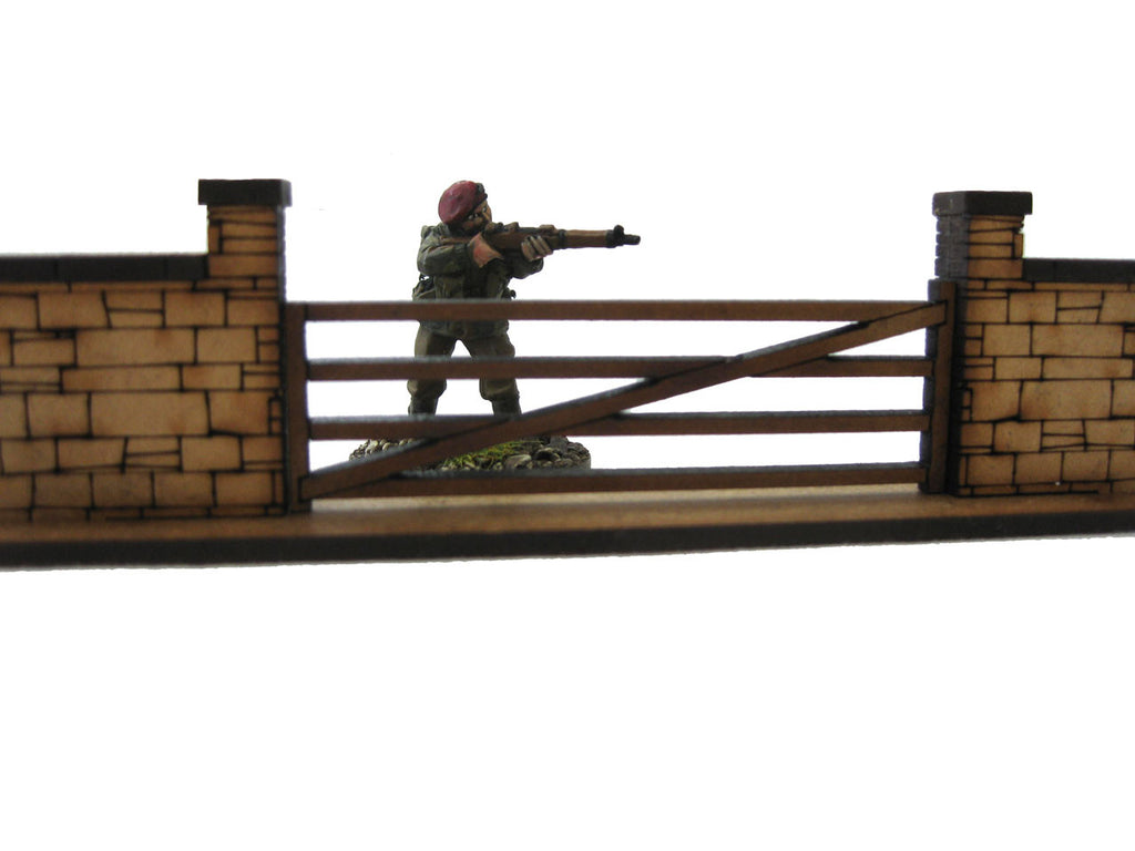 28mm 1:56 Stone Walls (1 x 5 bar gate section & 1 x straight piece )