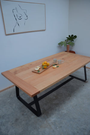 Mac dinning table