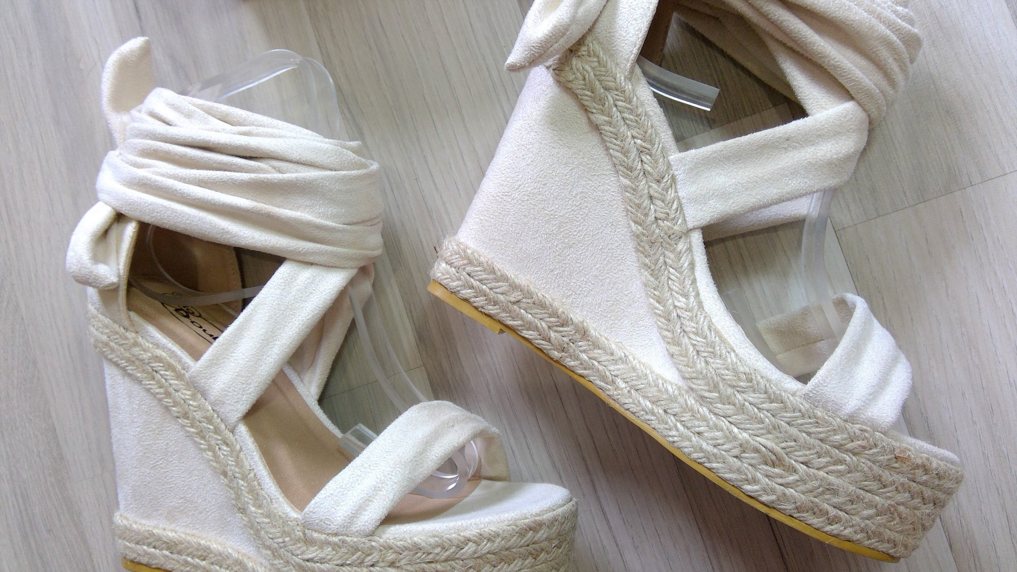 CREAM TIE UP WEDGE