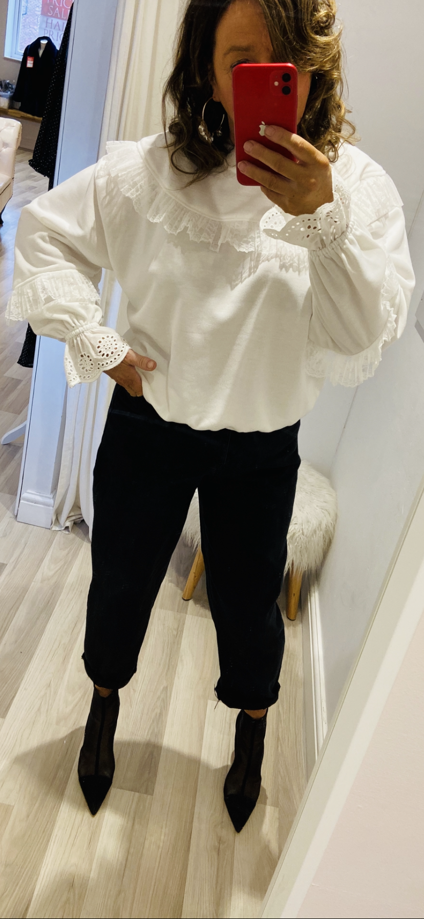 WHITE DETAILED SWEATSHIRT
