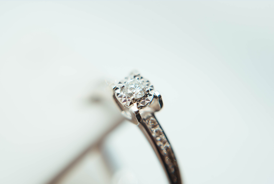 Floating Diamond Rings – A Minimalist Spin on Promising Forever