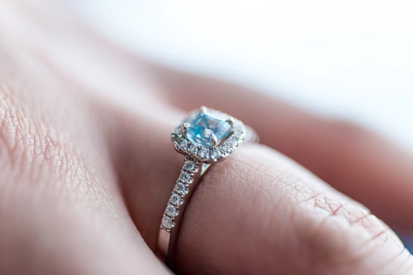 How to Safely Clean a Diamond Ring Without Damaging It