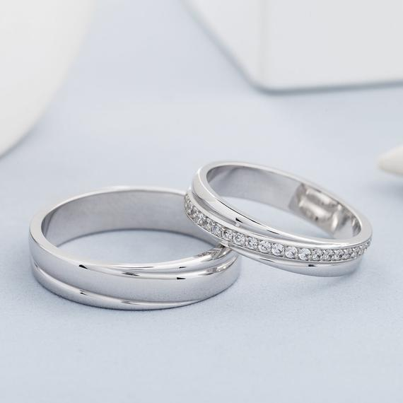 Is the Matching Wedding Band Trend Still Relevant in 2020?