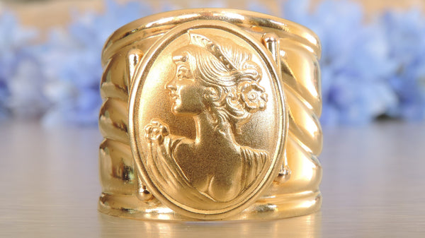 NEO-CLASSICAL GODDESS VINTAGE CAMEO  STATEMENT RING IN 18 KARAT GOLD