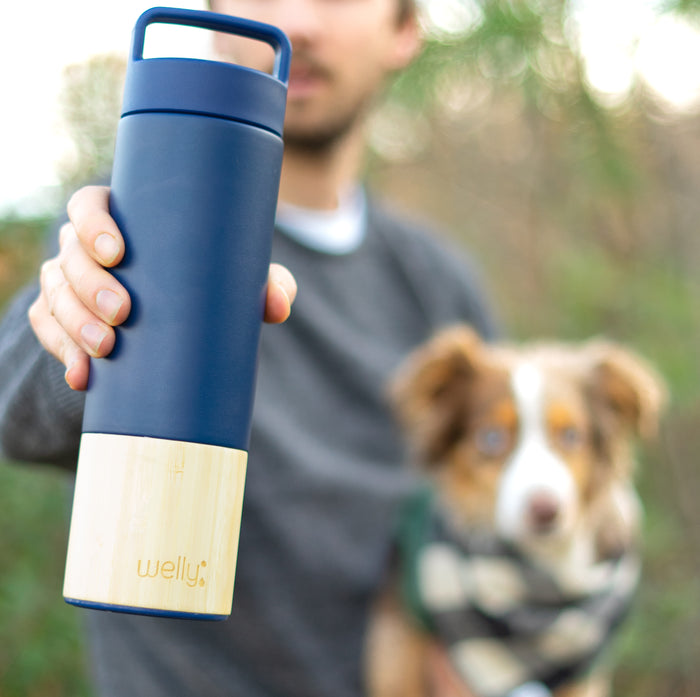 welly-bottle Insulated Infusing Bamboo Water Bottle for Hiking Travel Fitness DogNavy Traveler 18 oz