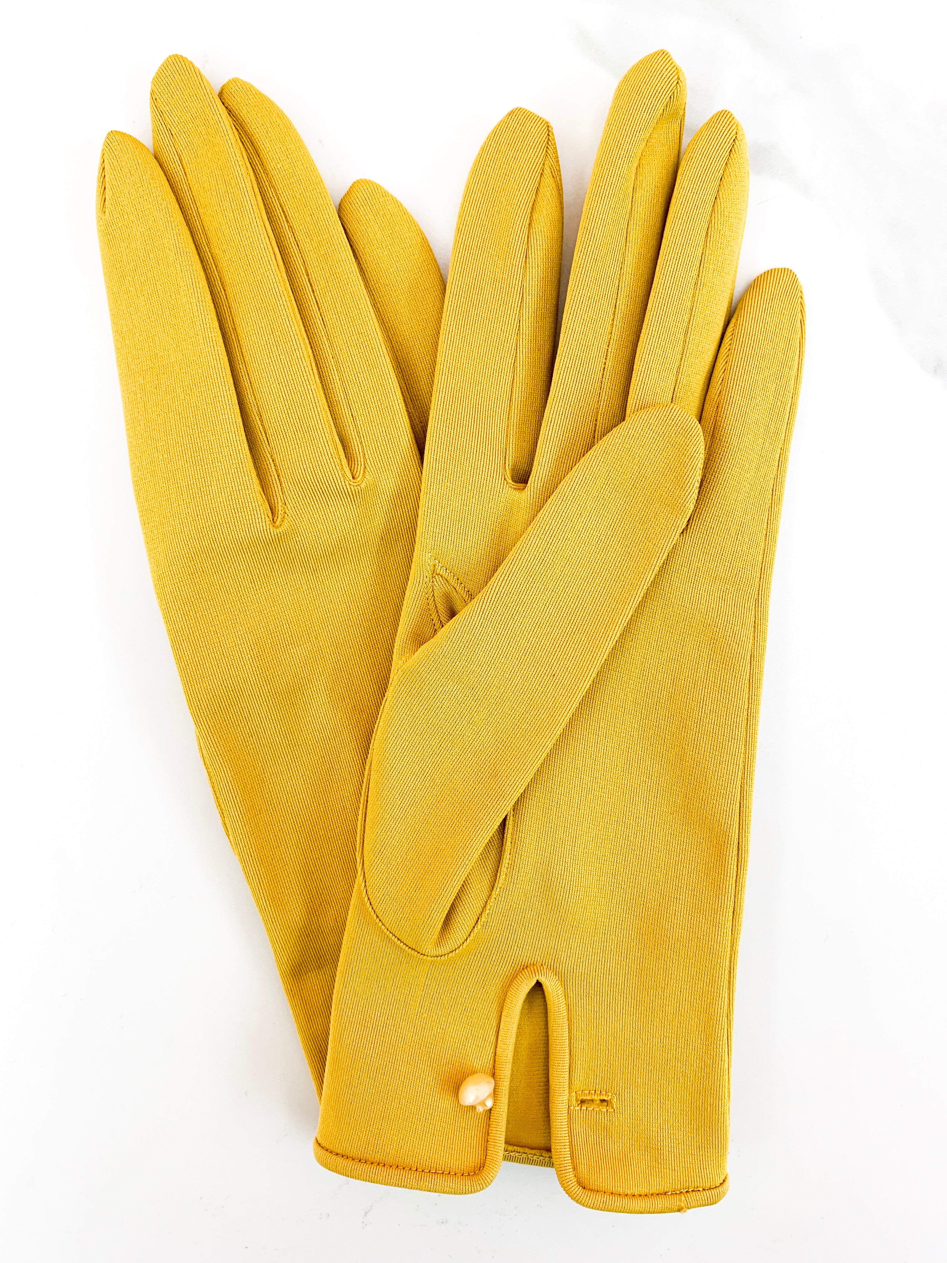Mustard Yellow 1960s vintage gloves | size small