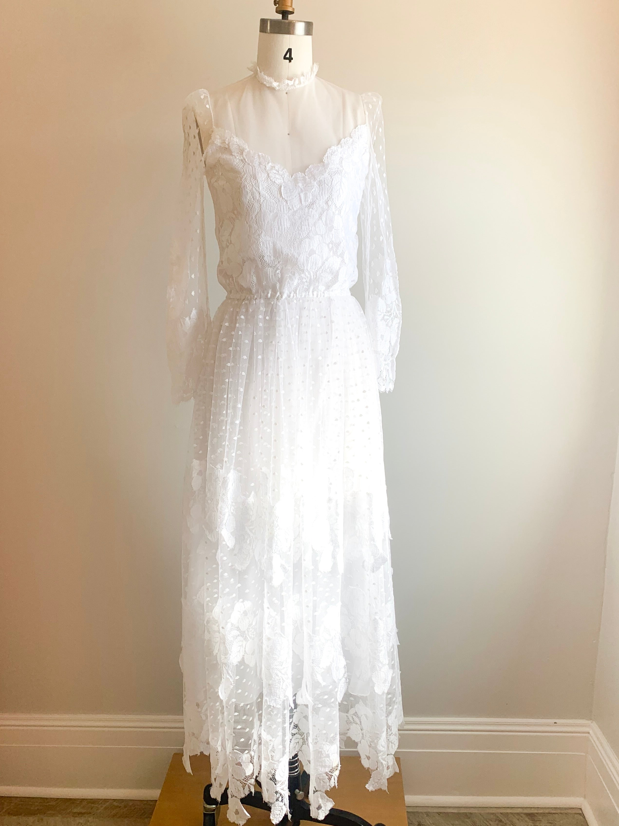 Vintage 1980s Layered Lace Wedding Dress | size 0/2