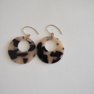Blonde Tortoise Round Earrings
