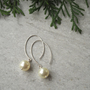 Christmas Holiday Gift Guide Pearl Earrings in Canada