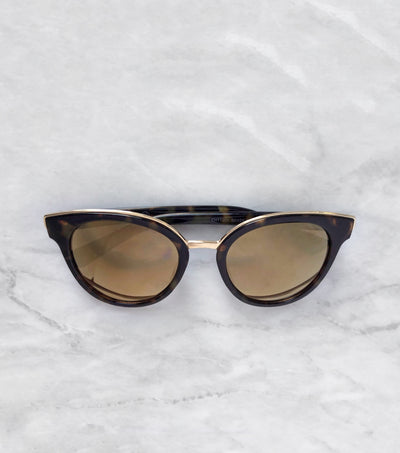 Classic tortoise cat eye sunnies
