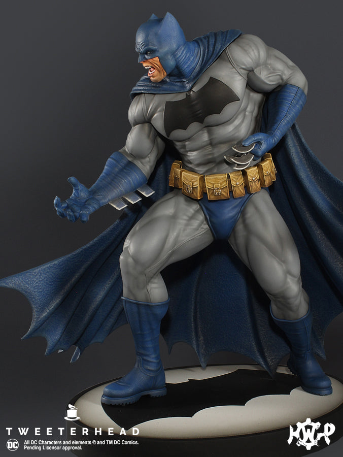 Batman Dark Knight Maquette - EXCLUSIVE -