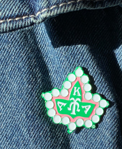 Ivy Badge Lapel pin