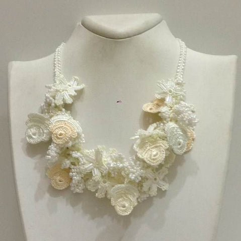 White Roses bouquet - Crochet Flower Bouquet Necklace