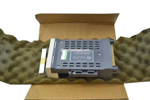 New Allen Bradley 1777-OA  AC (120V) OUTPUT MODULE In Original Packaging 1777-0A