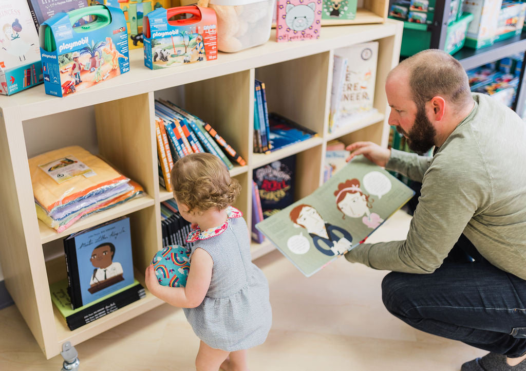 THL shop, dad and daughter shopping for books