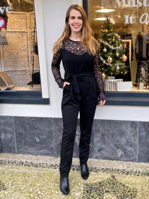 jumpsuit lange zwarte broekpak met kant ceintuur feest black musthave it all musthaves