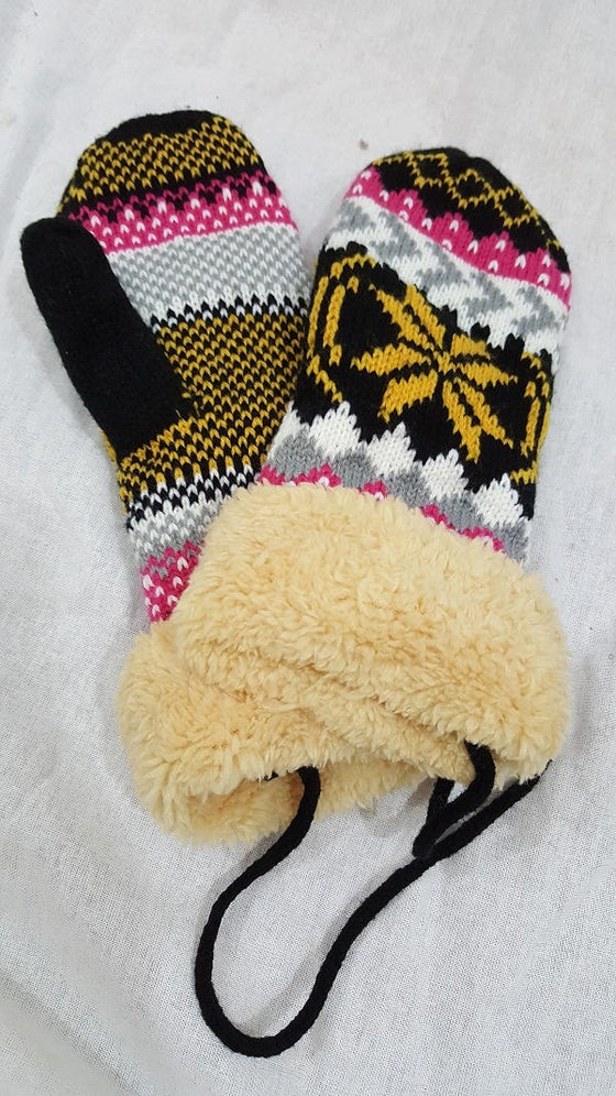 Winter snowflake mittens