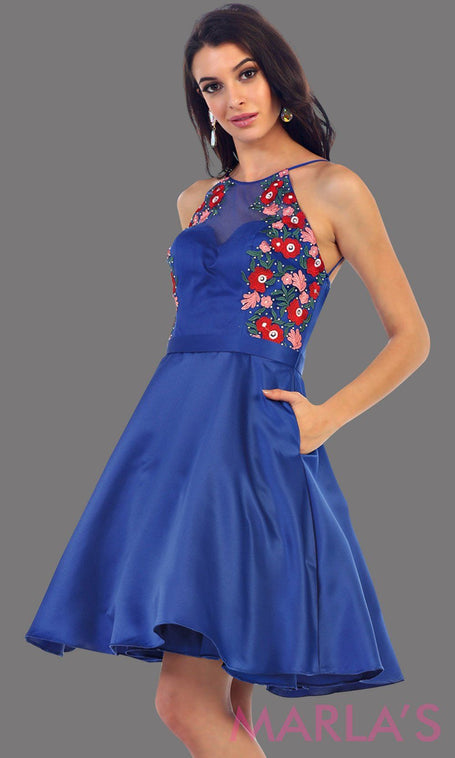 1446-Short high neck royal blue grade 8 graduation dress with floral embroidery. This dress features pockets. Perfect blue short prom dress, cofirmation, grad dress, or wedding guest dress, damas. Avail in plus sizes.