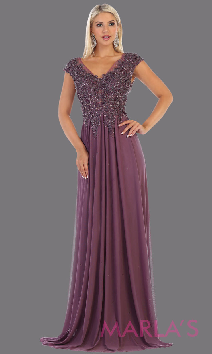 Long mauve evening dress with wide straps and v neck. This flowy purple dress is perfect for bridesmaids, gala, evening dress, plus size women, indowestern gown, muslim nikah, purple beaded dress.