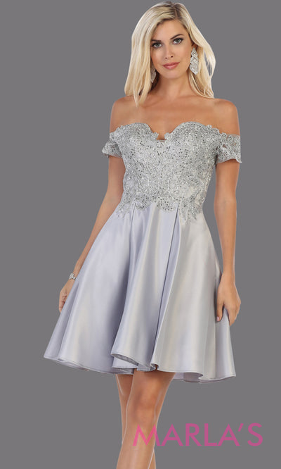 Short off shoulder silver gray grade 8 graduation satin taffeta dress with flowy skirt from mayqueen.This light grey party dress is perfect for grade 8 grad,homecoming, Bat Mitzvah, quinceanera damas, homecoming, plus size, junior bridesmaids