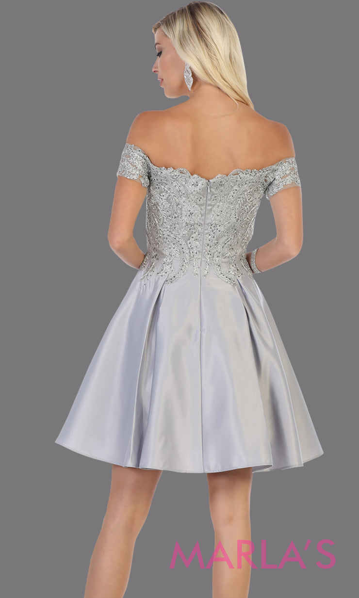 Back of Short off shoulder silver gray grade 8 graduation satin taffeta dress with flowy skirt from mayqueen.This light grey party dress is perfect for grade 8 grad,homecoming, Bat Mitzvah, quinceanera damas, homecoming, plus size, junior bridesmaids