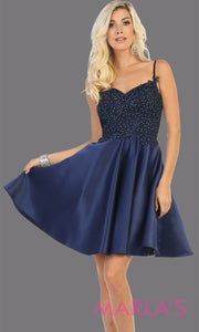 Short v neck navy blue grade 8 graduation dress with flowy skirt from mayqueen.This dark blue lace top dress is perfect for plus size grad, homecoming, Bat Mitzvah, quinceanera damas, middle school graduation,bridal shower,junior bridesmaids