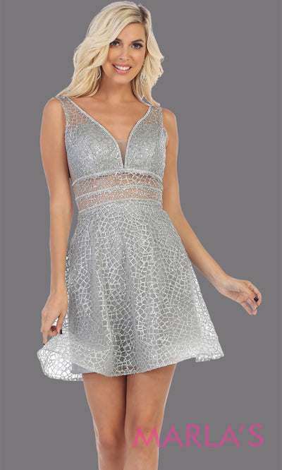 Short v neck silver grade 8 graduation dress with flowy skirt from mayqueen. This light grey glittery dress is perfect for plus size grad, homecoming, Bat Mitzvah, quinceanera damas, middle school graduation, bridal shower, junior bridesmaids