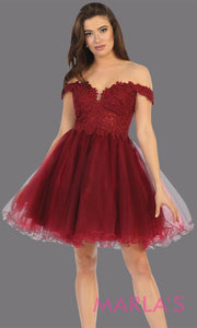 Short off shouler burgundy grade 8 graduation dress with puffy skirt from mayqueen.This dark red flowy party dress is perfect for plus size grad, homecoming,Bat Mitzvah, quinceanera damas, middle school graduation, junior bridesmaid