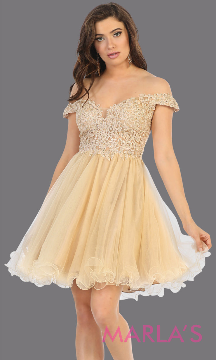 Short off shoulder champagne grade 8 graduation dress with puffy skirt from mayqueen.This light gold flowy party dress is perfect for plus size grad, homecoming,Bat Mitzvah, quinceanera damas, middle school graduation, junior bridesmaid