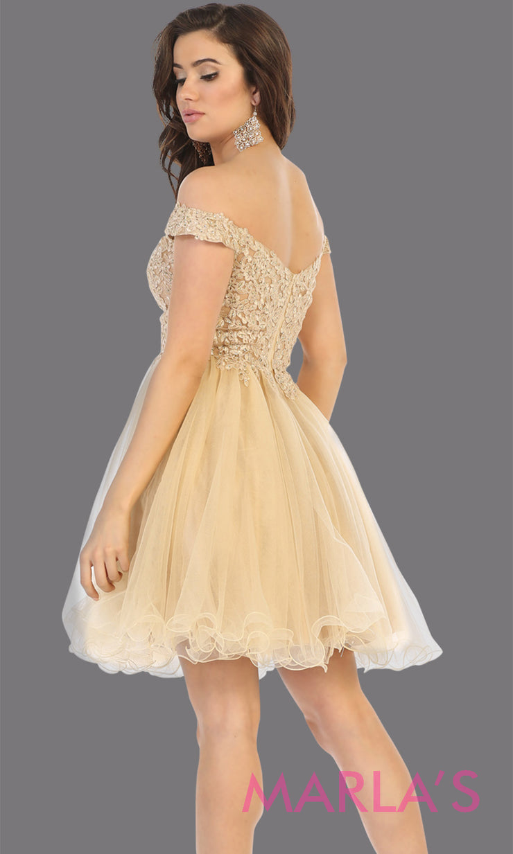 Back of Short off shoulder champagne grade 8 graduation dress with puffy skirt from mayqueen.This light gold flowy party dress is perfect for plus size grad, homecoming,Bat Mitzvah, quinceanera damas, middle school graduation, junior bridesmaid