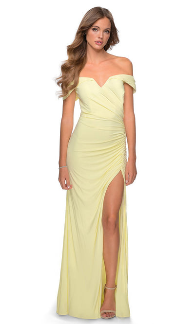 La Femme - 28389 Off Shoulder Sweetheart Neck Fitted Gown In Yellow