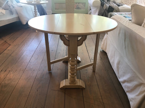 Drop Leaf Side Table In Butter Pecan   Retail $2290.00