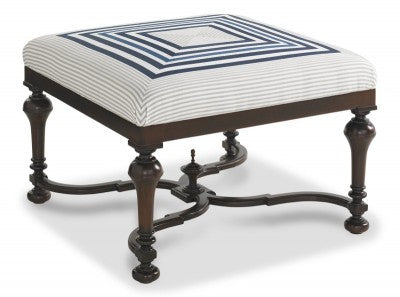 Sandy Pointe Ottoman in Powdered Sugar