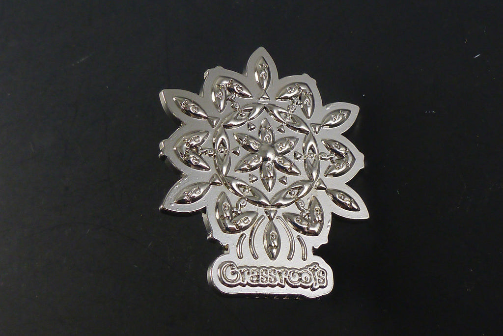 Silver flower pin - Headdy Glass
