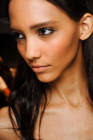 How To Apply Bronzer By Avoiding 7 Common Mistakes 2