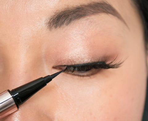 How To Apply False Lashes: 5 Easy Steps 8