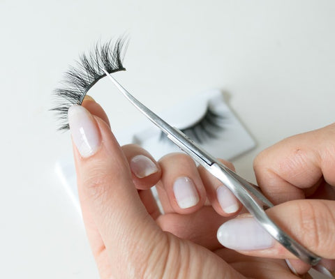 How To Apply False Lashes: 5 Easy Steps 2