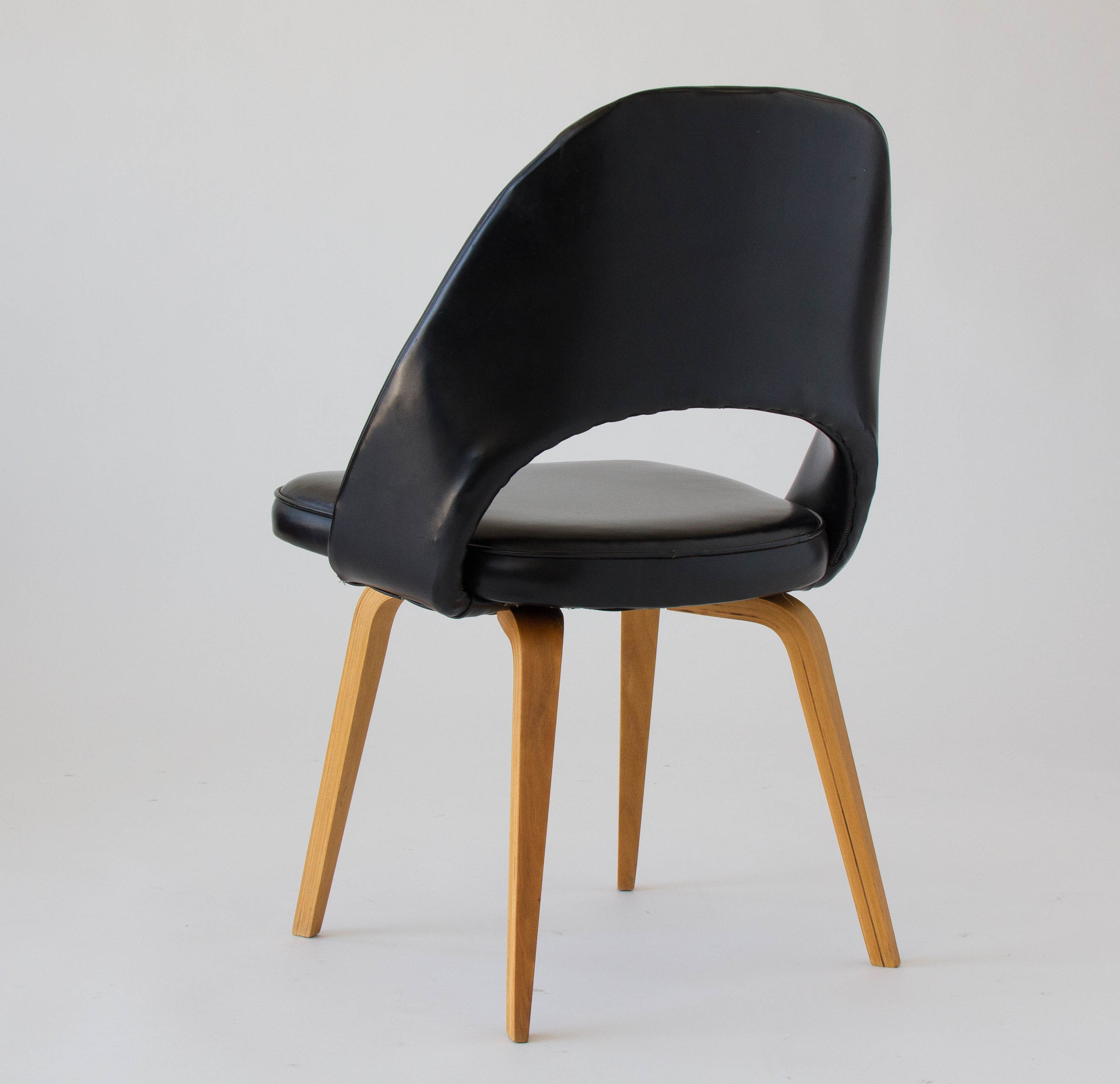 Eero Saarinen Executive or Dining Chair for Knoll Den Mbler