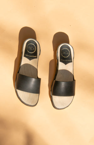 Outline Sandal
