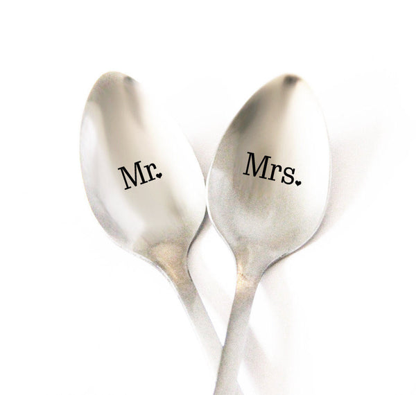 Mr and Mrs Personalized Spoon, Bride and Groom Gift Idea, Wedding Gift, Custom Wedding Silverware, Personalized Wedding Spoon Set