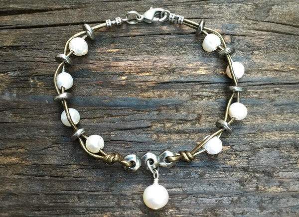 Boho-Style Leather & Freshwater Pearl Bracelet Kit (Khaki Leather)
